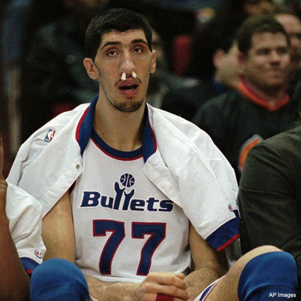 gheorge-muresan-tallest-basketball-players-najvisi-kosarkasi