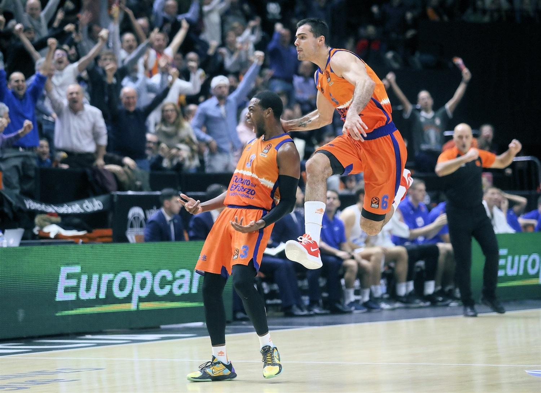 jordan-loyd-and-alberto-abalde-celebrates-valencia-basket-eb19